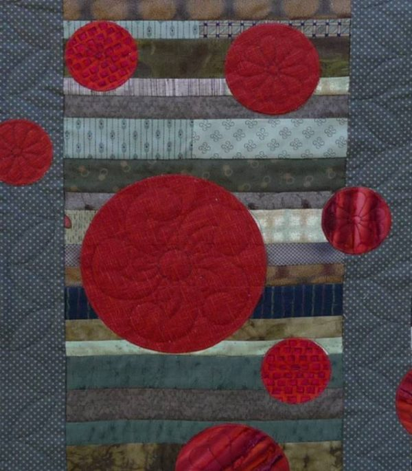 The applique circles draw your eyes to the quilt
